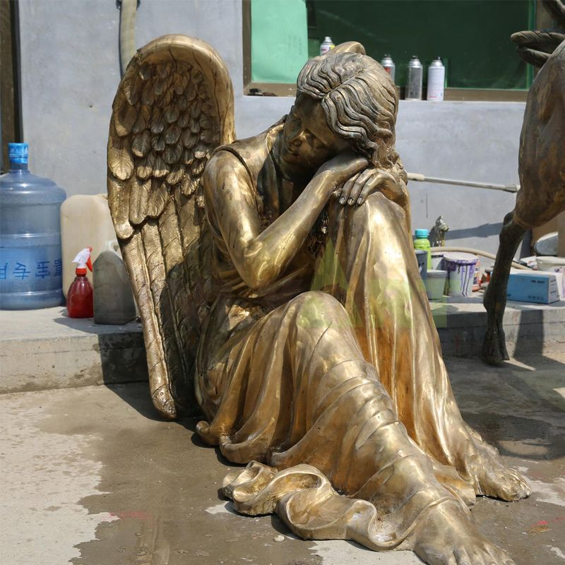 A sculpture of a weeping angel