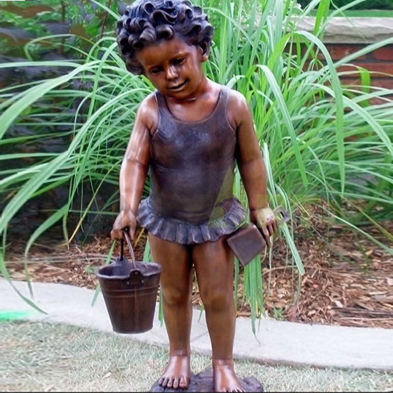 The little girl who wants to go and mud