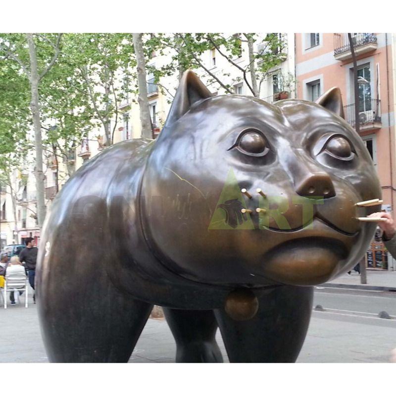 Potro's bronze statue of a fat cat