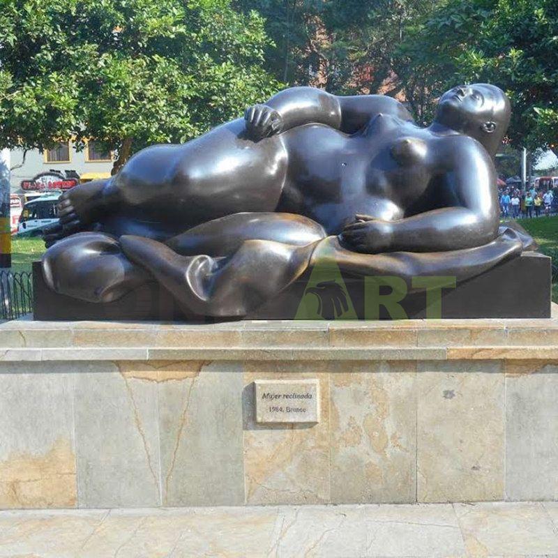Expensive gas languid rich woman image sculpture