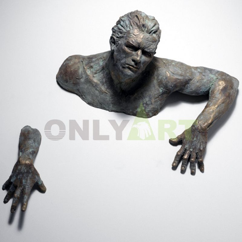 Matteo Pugliese on wall art statue