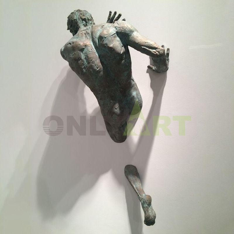 Hot sale bronze Matteo Pugliese statue wall man sculpture