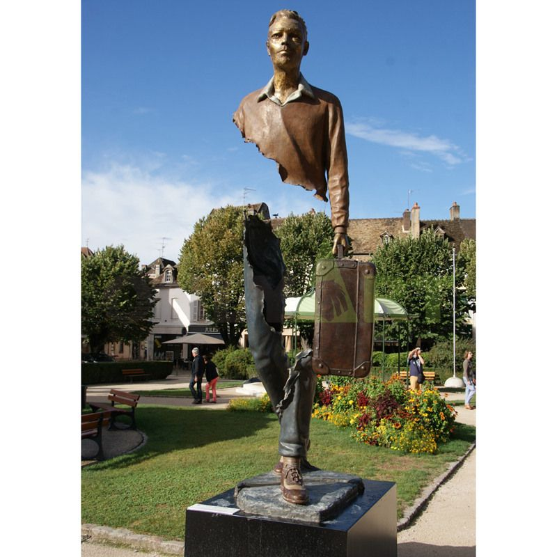 Incomplete traveler sculpture by Bruno Catalano and Ravagnan
