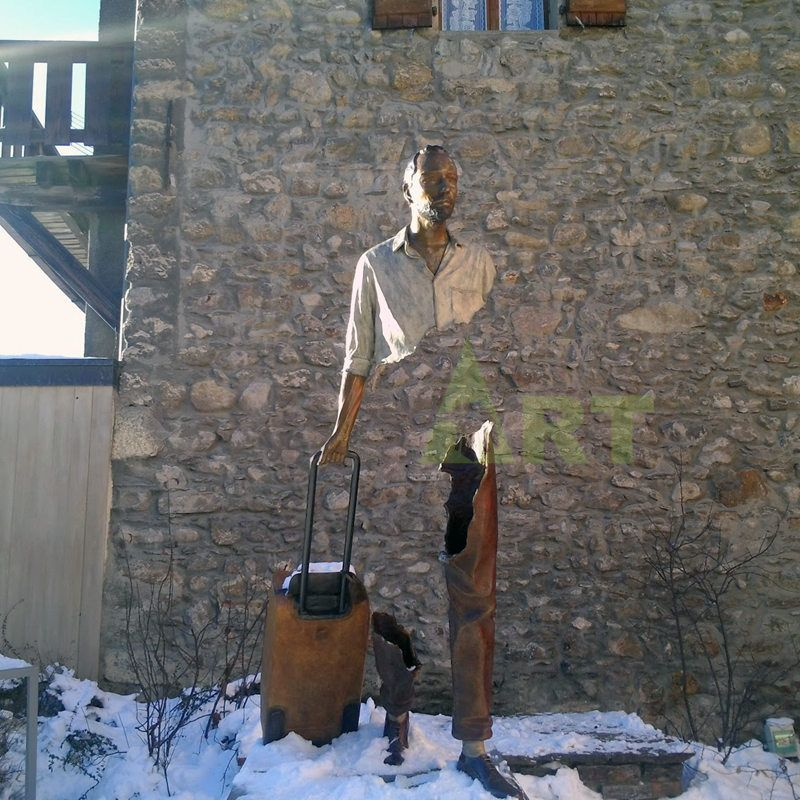 Outdoor replica of the famous Bruno Catrano statue of the Traveler