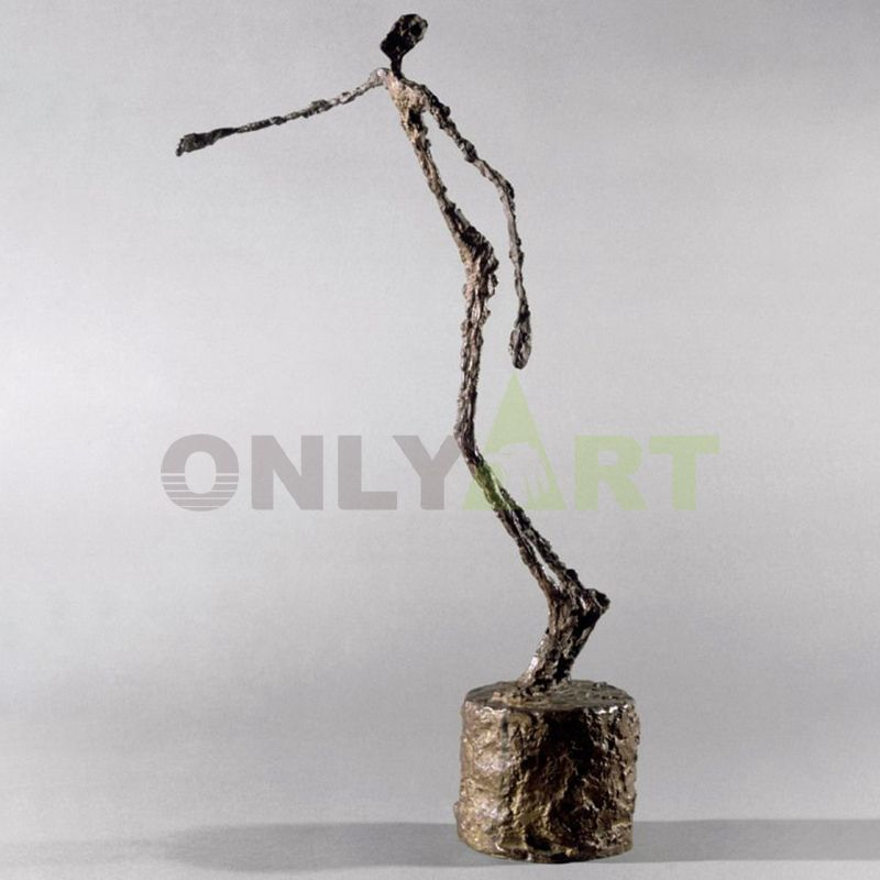 Man walking with his head down - Giacometti works