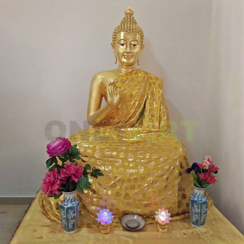 Outdoor Bronze altar of Buddha of Sakyamuni God