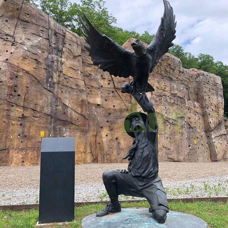 outdoor garden granite metal bronze flying eagle statue sculpture for sale