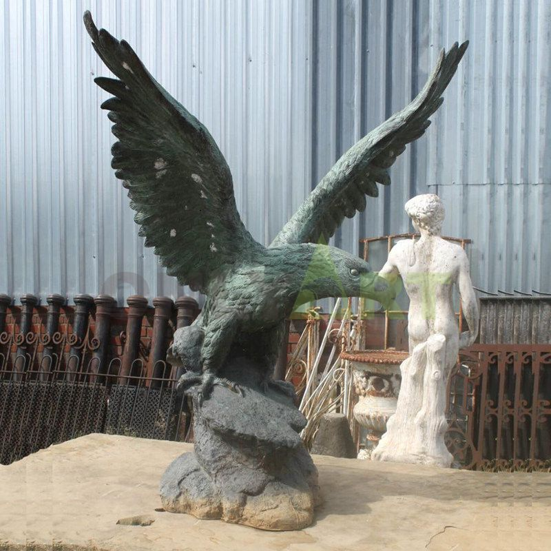 Large Size Metal Bird Flying Bronze Eagle Sculpture With Wings Spread
