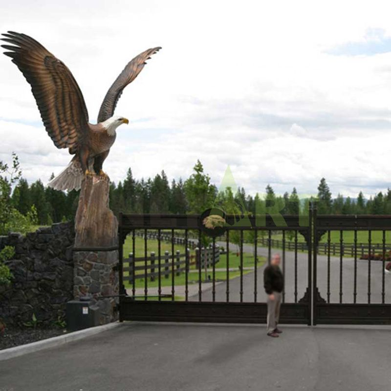 The eagle with wings at the courtyard gate is customizable