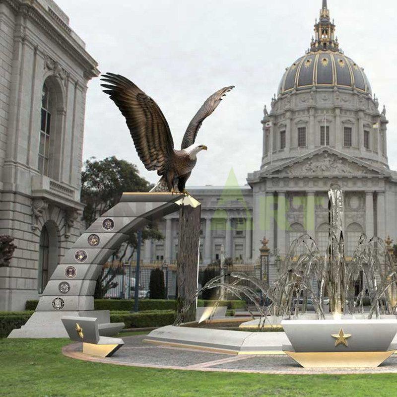 Outdoor decorative bronze eagle sculpture, two symmetrical sculptures