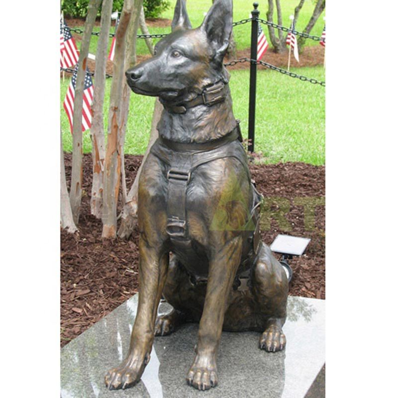 Sculpture of an American military dog