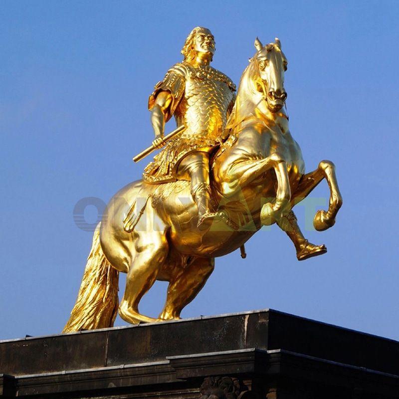 Dreamstime Cavaleiro Dourado Em Dresden, Alemanha Foto de Stock