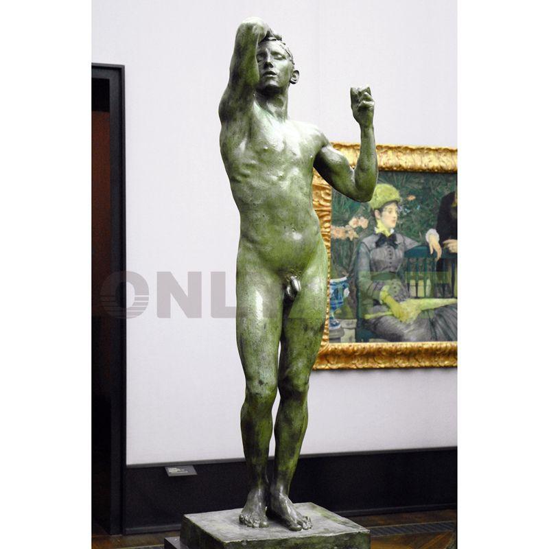 A bronze statue of a drunk man standing naked inside