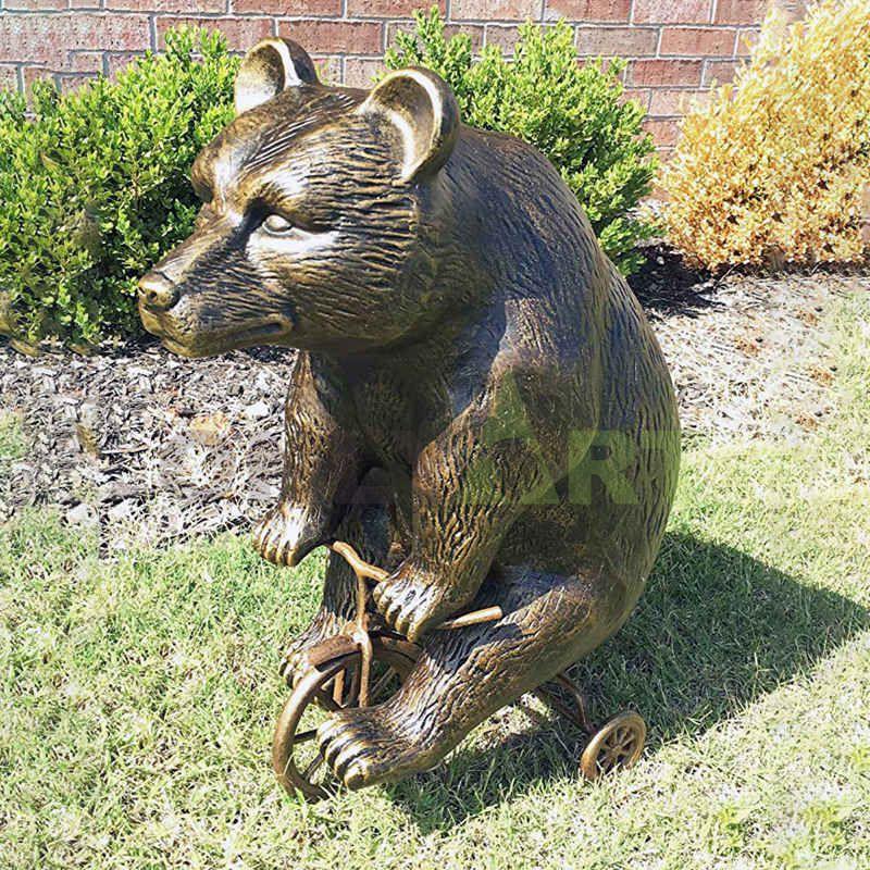 casting bronze polar bear statue