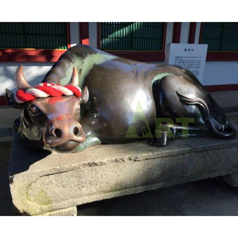Brass wall street bull sculpture outdoor animal statues