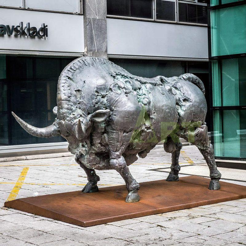 Antique cast life size bronze bronze bull, bronze wallstreet bull sculpture