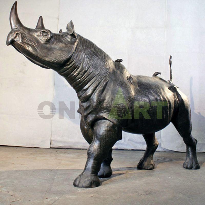 Decor bronze rhino sculpture hot selling in theme park