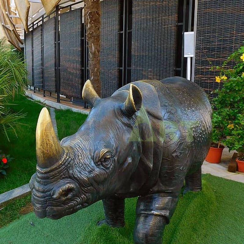 Abstract art animal bronze rhino sculpture for modern garden decoration
