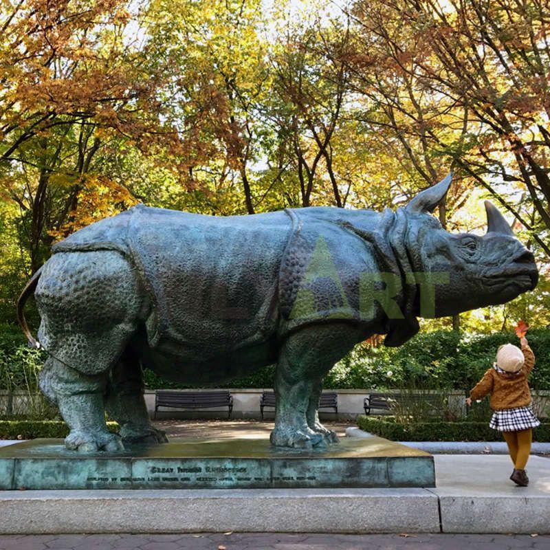 High quality large silver color statue fiberglass rhino sculpture for garden decor