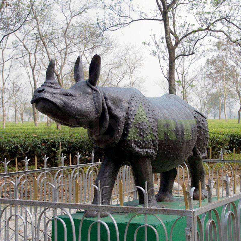 Metal bronze  rhino smooth sculpture in garden