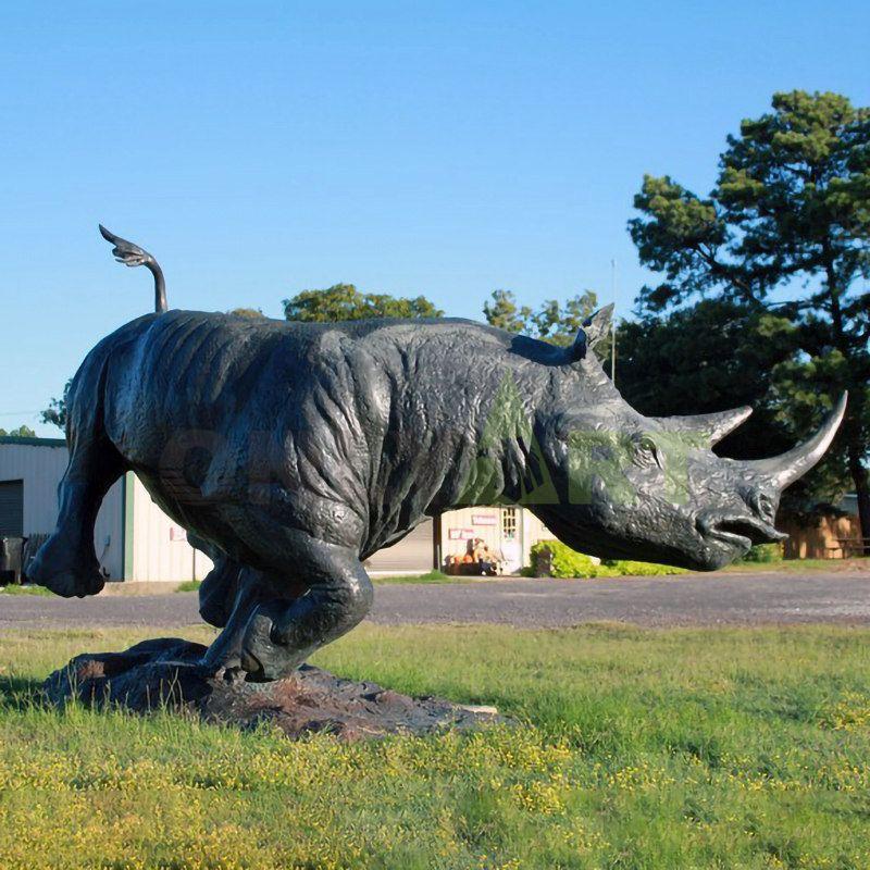 Vivid novelty bronze rhino statue