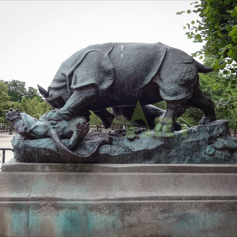 Life Size Animal Bronze Rhino Garden Sculpture