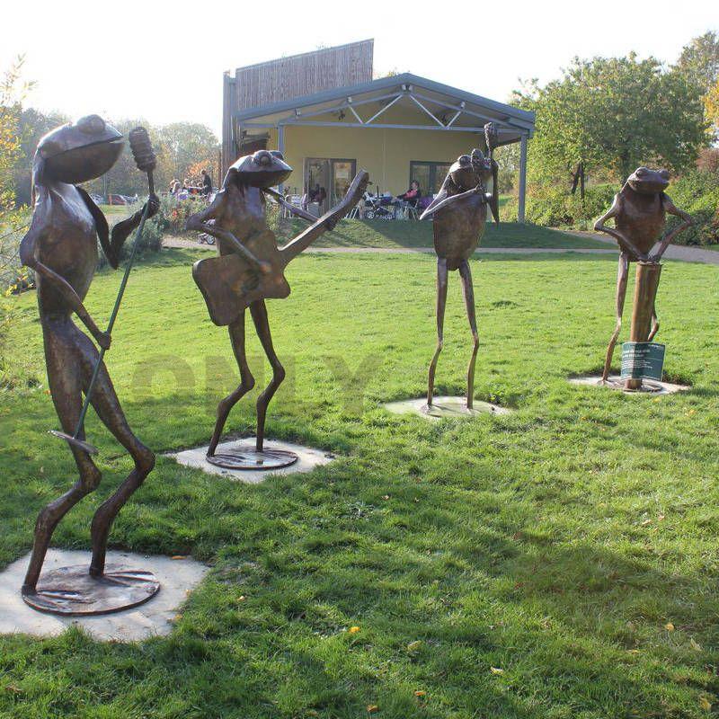 Outdoor metal animal statue bronze frog sculpture
