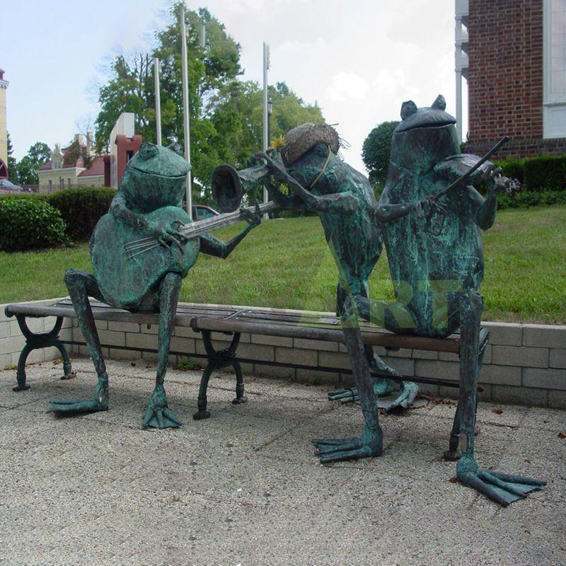 Outdoor decorative metal cast bronze musician frog sculpture