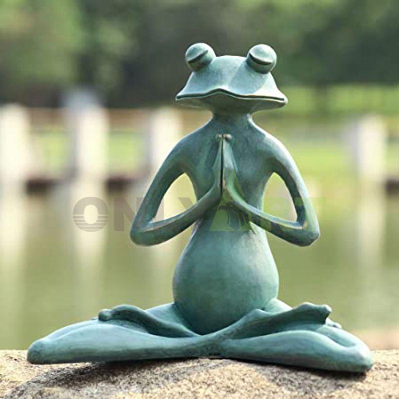 A sculpture of a meditating frog