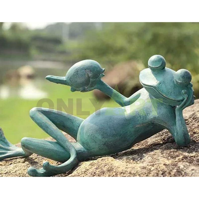 The frog lay lazily on the stone hand and pointed turtle