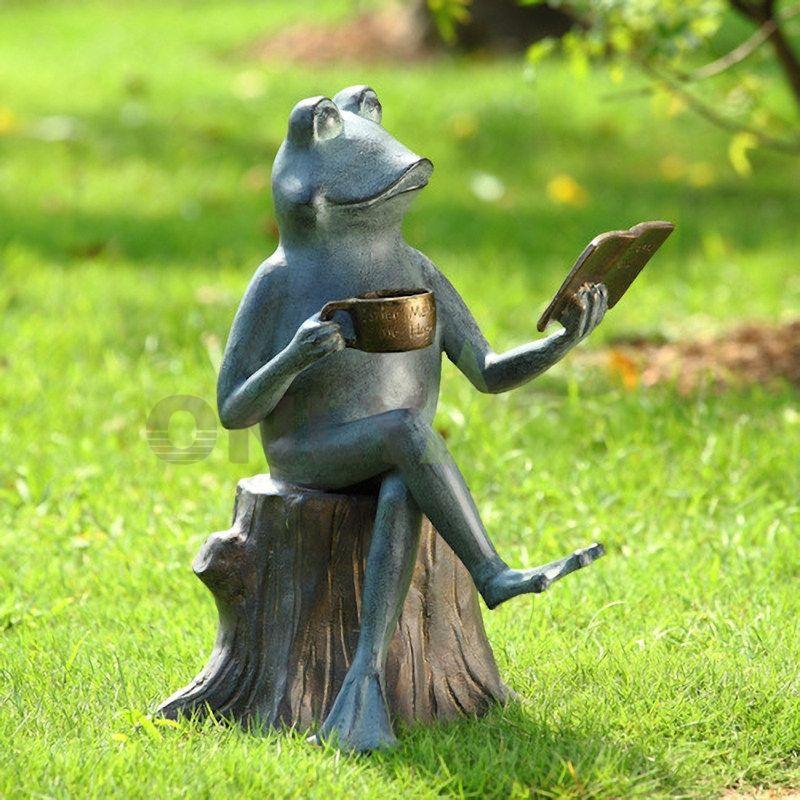 Tea reading health behavior of the frog sculpture