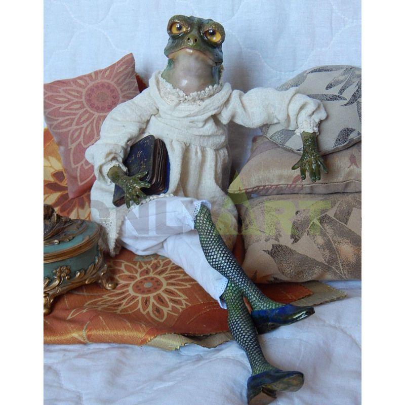 Lady frog languid lazy sculpture, home decoration design
