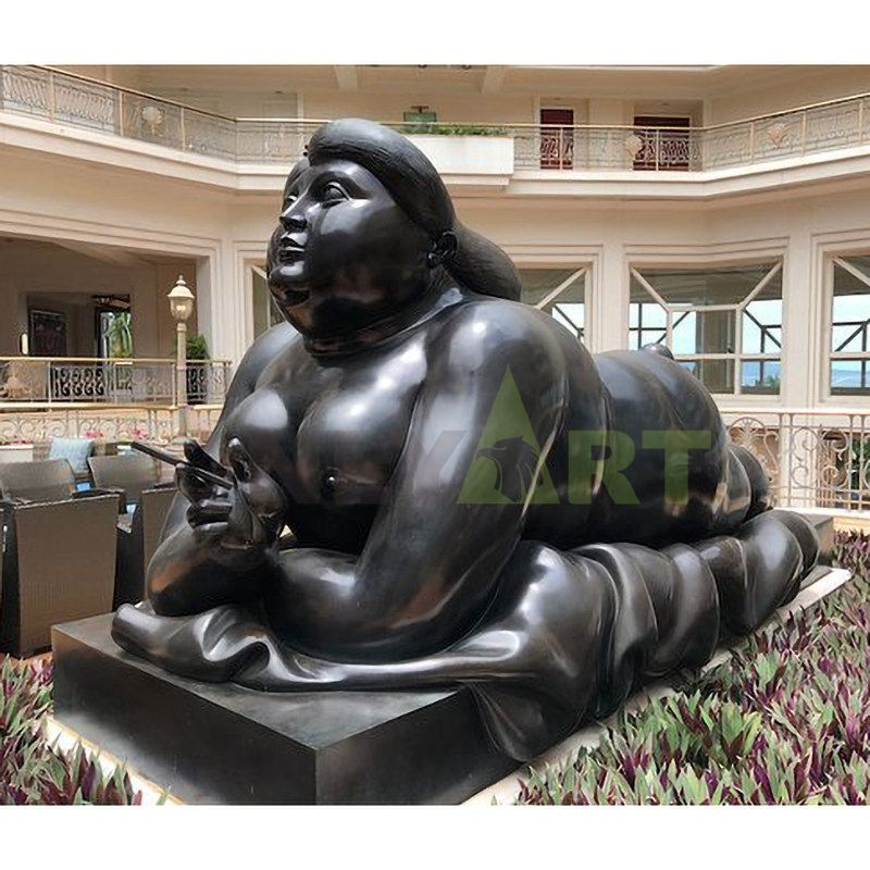 Fat woman's free life, bronze sculpture