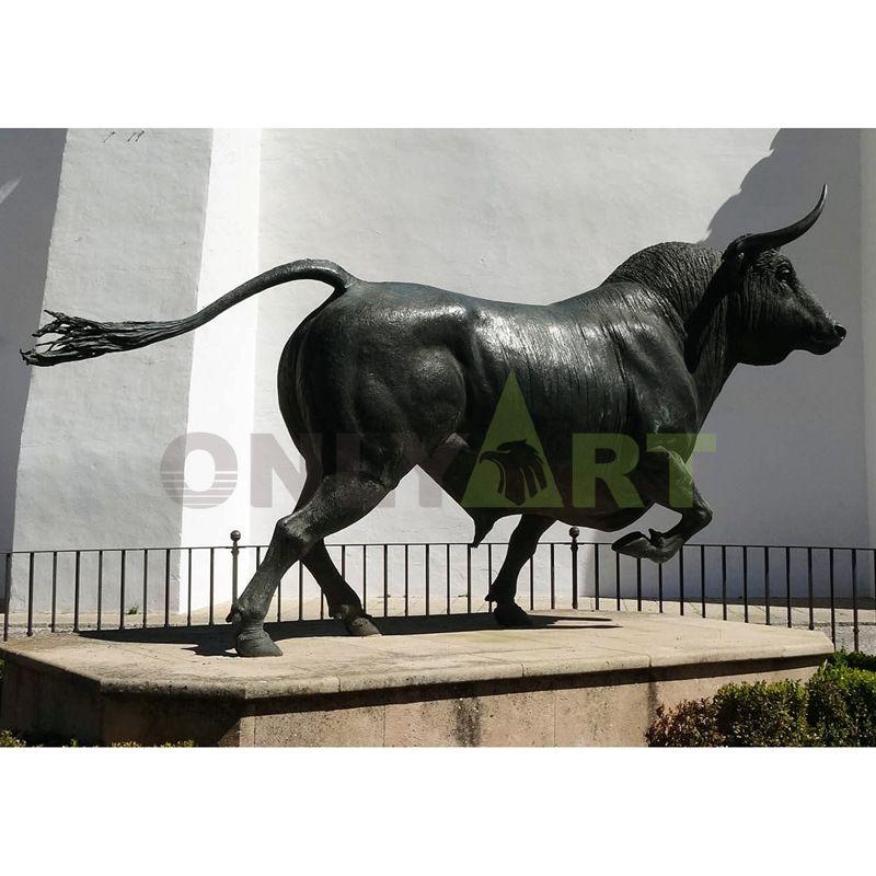 Metal crafts modern arts bronze bull sculpture