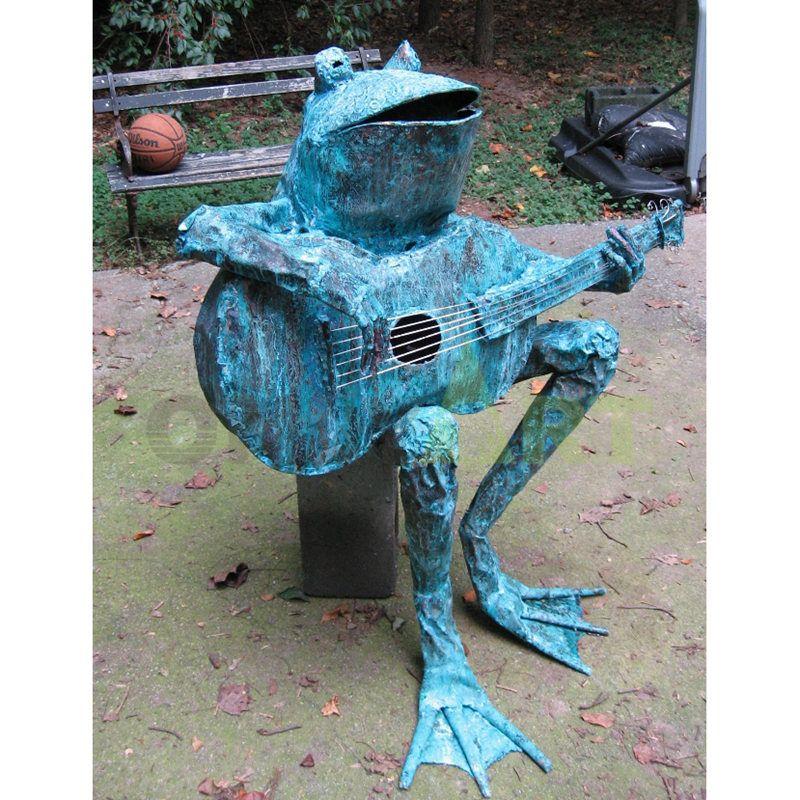Frog Musician(12).jpg